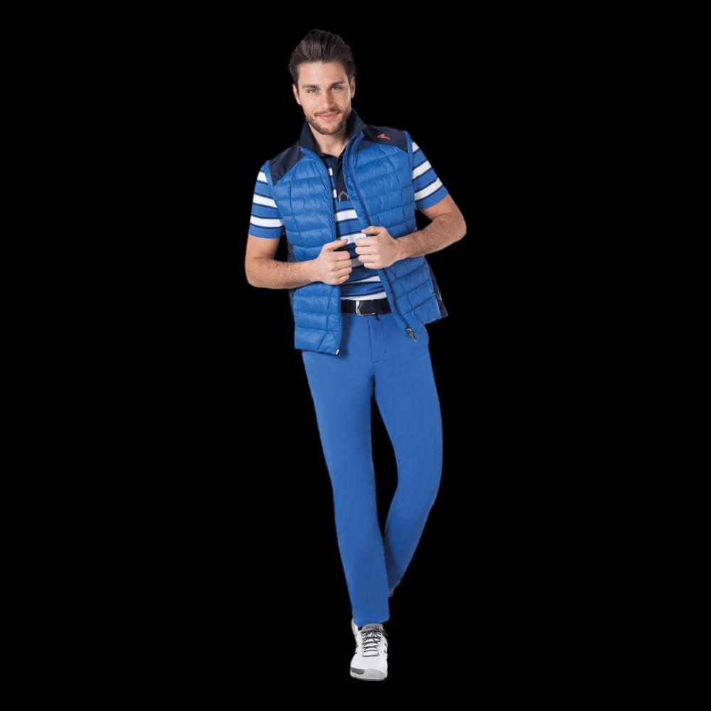 freigestellte modelfotografie herren mode blaues outfit für onlineshop