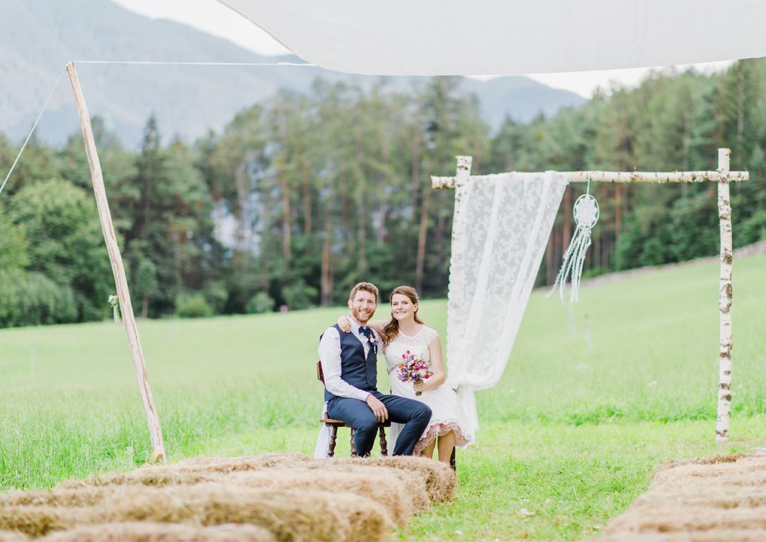 romantische hochzeitsfotografie mit brautpaar im vintagestil