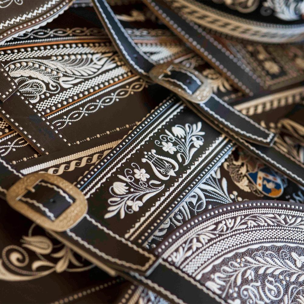 werbefotografie werkstatt accessoires schwarze lederhose für onlineshop