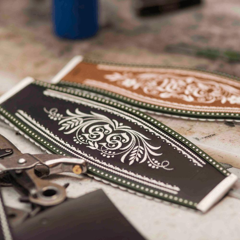 freigestellte werbefotografie accessoires für lederhose für onlineshop