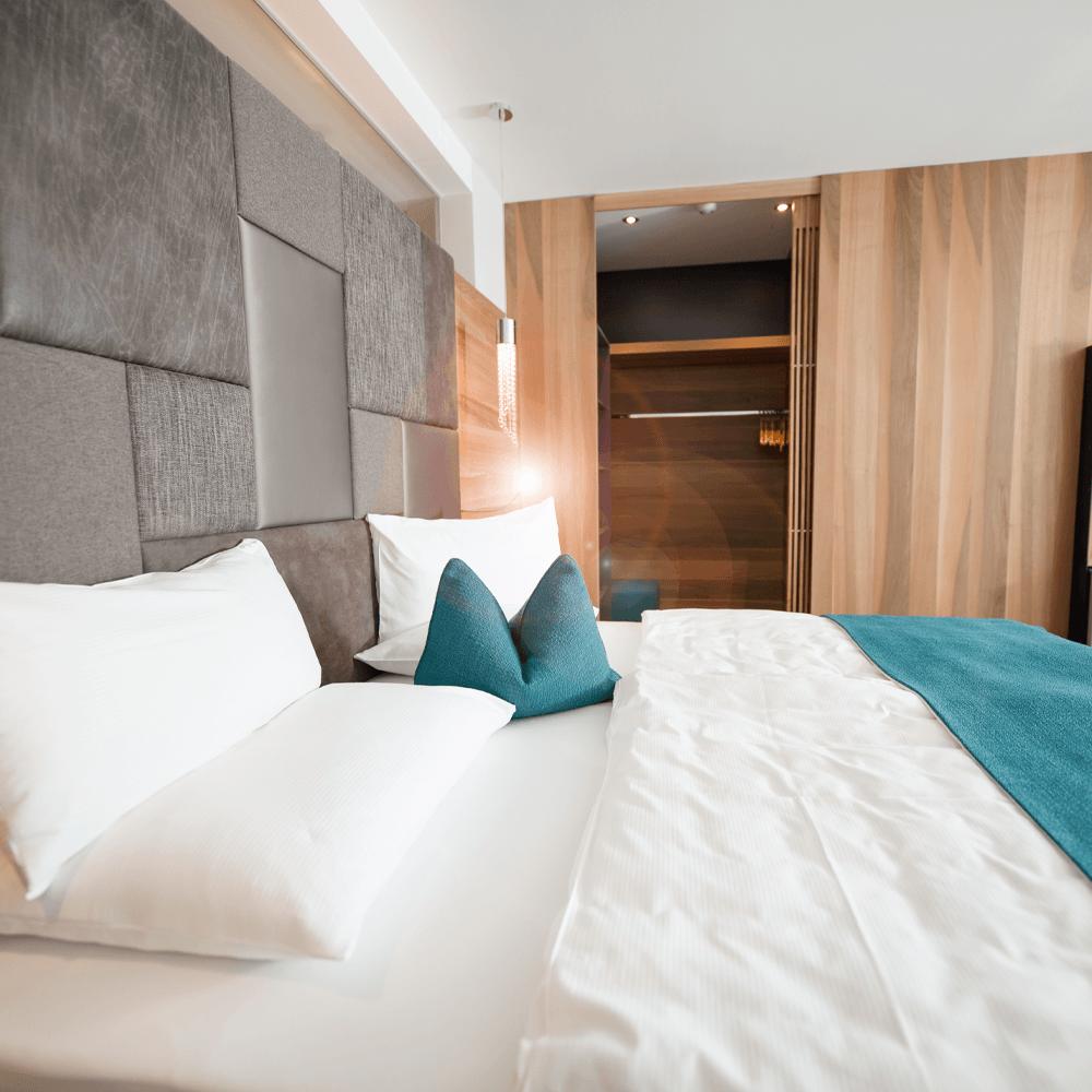 architekturfotografie gemütliches hotelzimmer in südtirol